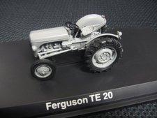 "Schuco Ferguson TE20  ""Erste graue Fergie "" (02871)"